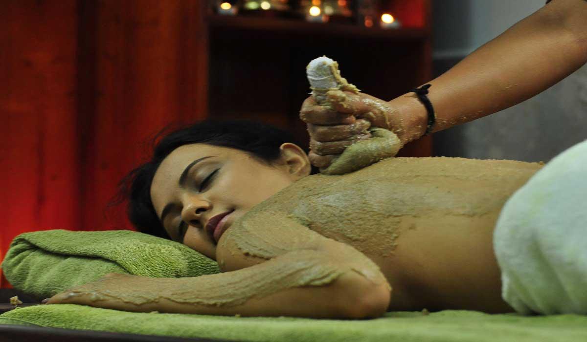 Traitements ayurvédiques pendant les séjours et soins de la peau